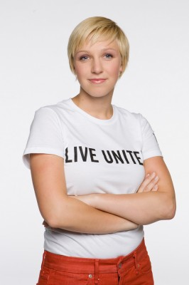 commercial photograph of nice looking blonde woman wearing united way tee shirt